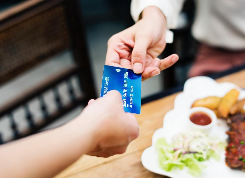 woman using credit card for food