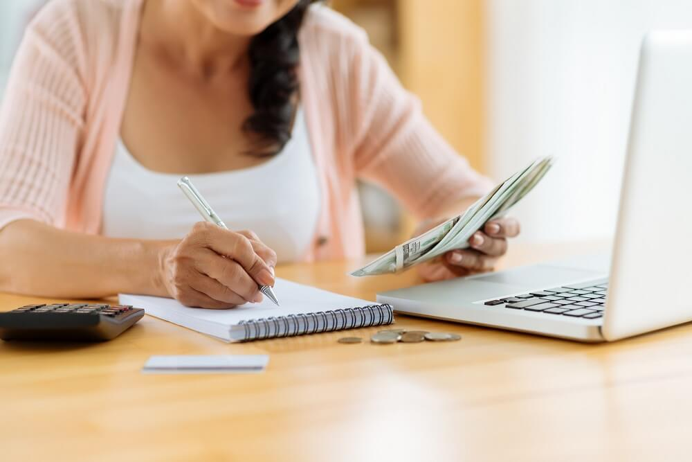 woman budgeting in dave ramsey budget percentages article